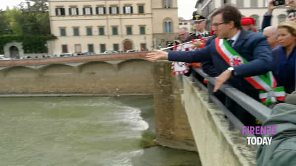 Corona in Arno per il 53esimo anniversario dell'alluvione / VIDEO
