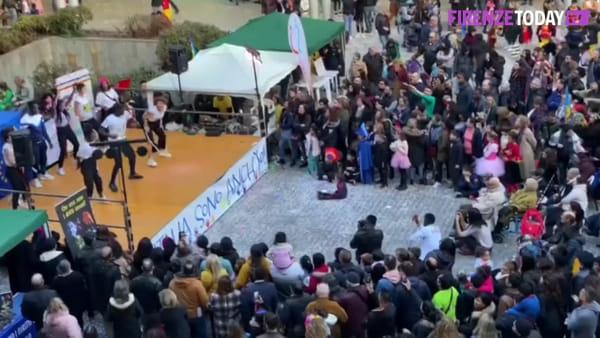 Carnevale multiculturale: folklore e balli al centro San Donato / VIDEO - FOTO