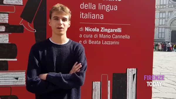 Maxi dizionario in Santa Croce per salvare la Lingua / VIDEO