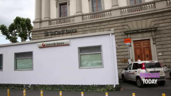 """Piazza Beccaria: il prefabbricato della banca """"oscura"""" nota gelateria / VIDEO"""