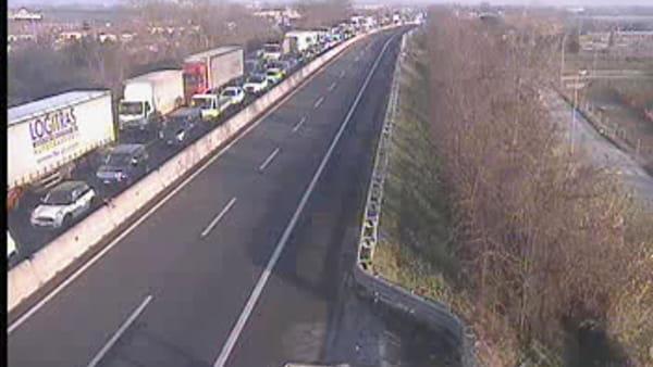 Incidente sull'autostrada A11: traffico bloccato sulla Firenze Mare