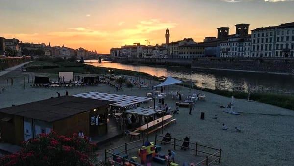 Agosto alla spiaggetta sull'Arno