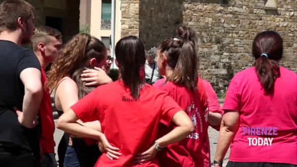 Morte di Gabriele Vadalà: l'ultimo saluto tra applausi e palloncini rossi / VIDEO