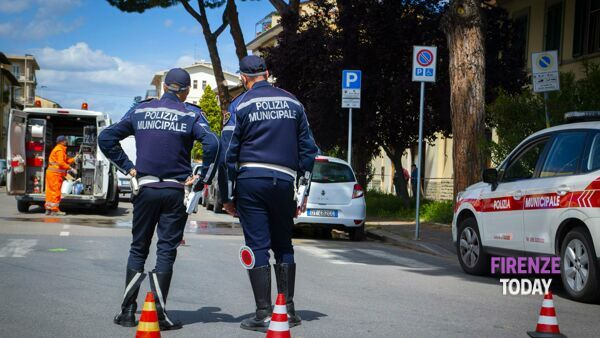 Isolotto: anziano investito da un furgone, è grave / VIDEO - FOTO