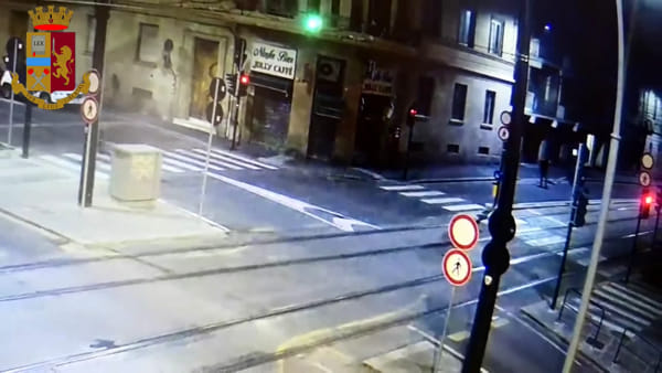 Brutali rapine in centro: donne ferite a colpi di bottiglia / VIDEO