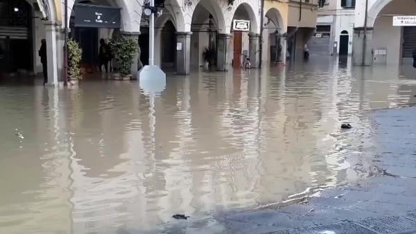 Empoli, piazza Duomo allagata / VIDEO