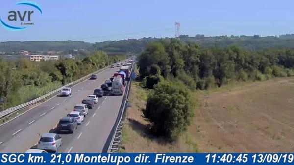 Traffico in tilt sulle strade: incidenti in Fi-Pi-Li e in A1, code per chilometri