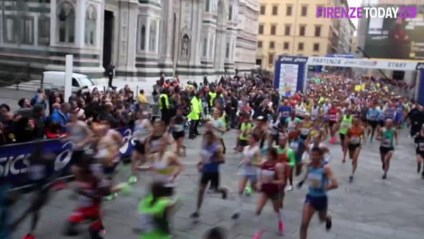Firenze Marathon 2019, Duomo gremito: un fiume di gente al via della maratona / VIDEO