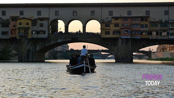 Gita in barchetto sull'Arno con gli storici renaioli