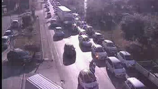 Autostrada A11: traffico in tilt, chilometri di code / VIDEO