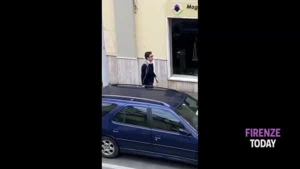 """Coronavirus, Nardella """"furioso"""": scende in strada, """"caccia"""" ai """"disertori"""" / VIDEO"""