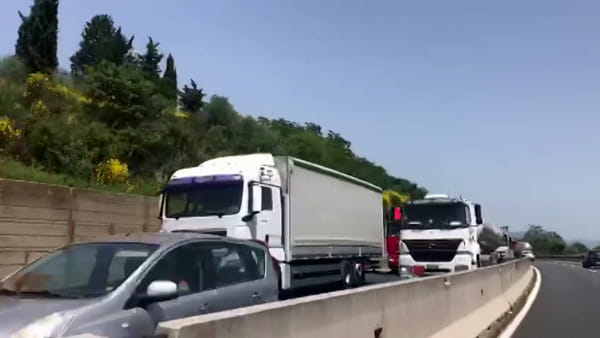 Incidente sulla superstrada Fi-Pi-Li: cinque km di coda / VIDEO