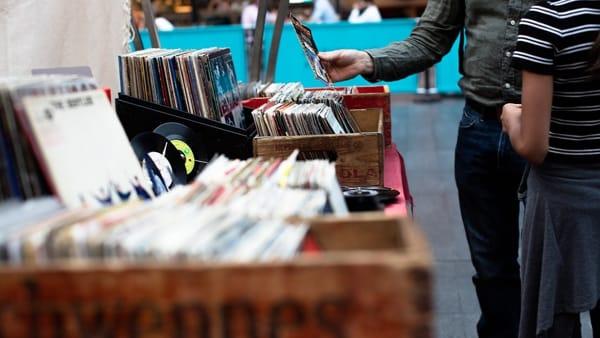 Mercatino di fumetti, dischi, abbigliamento e oggettistica vintage