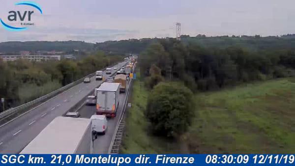 Traffico, camion in avaria sulla FiPiLi: superstrada chiusa e poi riaperta, coda di 8 km