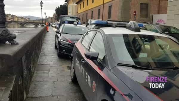 Muore dopo essersi lanciato da Ponte Vespucci / VIDEO