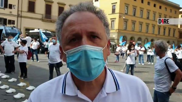 """Coronavirus, in piazza la protesta degli infermieri: """"Ci hanno chiamato eroi e ci hanno già dimenticato"""""""