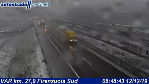 Nevesull'autostrada A1 in Appennino: a Scandicci prefiltraggio mezzi pesanti