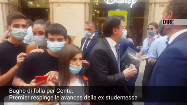 "Selfie osè, Conte gela l'ex studentessa 'fiorentina': ""Manteniamo le distanze"" 