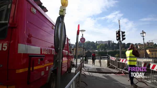 Fuga di gas, scoperta voragine: chiuso lungarno Diaz / VIDEO - FOTO