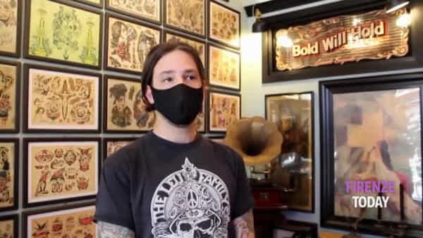 """Tatuaggi nella fase 2, tra igiene e mascherine: """"Per noi è cambiato poco, da sempre lavoriamo in sicurezza"""" / VIDEO"""