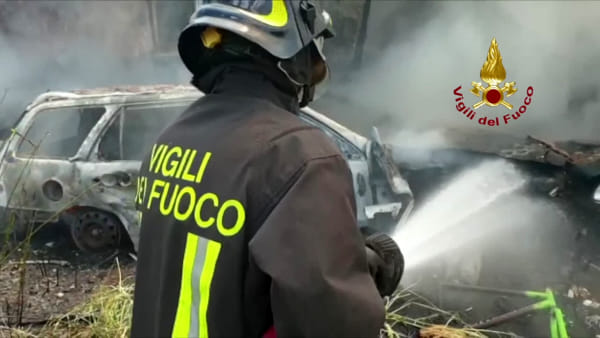 Le Cascine: maxi incendio all'ex ippodromo Le Mulina / VIDEO