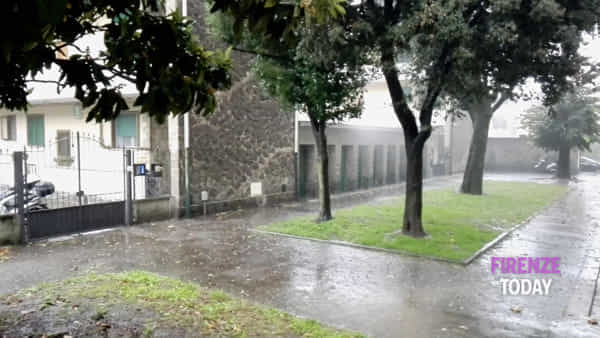 Bomba d'acqua a Firenze / VIDEO