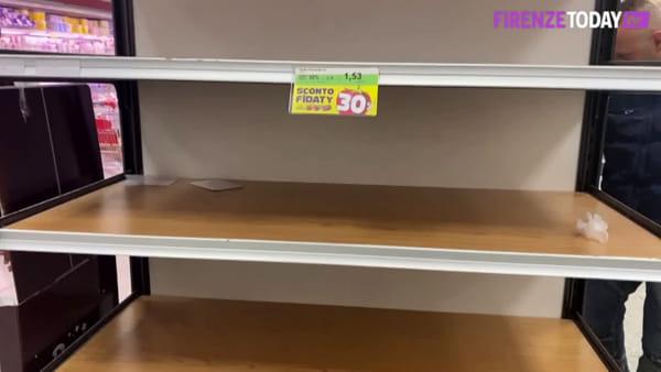 Psicosi coronavirus: l'assalto alle provviste nel supermercato / VIDEO
