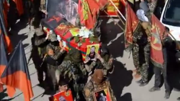 Fotogramma del video postato sulla pagina di nternationalist Commune of Rojava