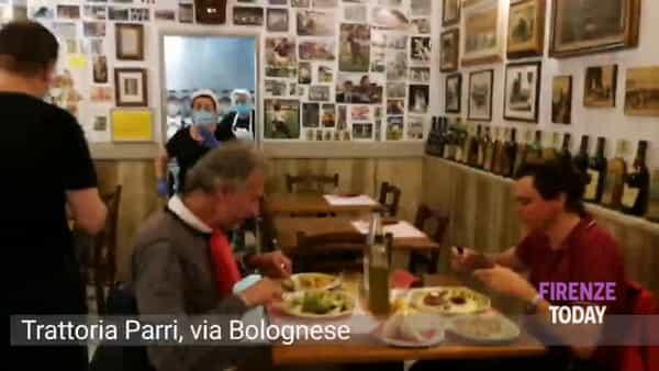 """Fase 2, si torna a mangiare al ristorante. Voglia di ripartire e clienti affezionati: """"Finalmente"""" / VIDEO"""