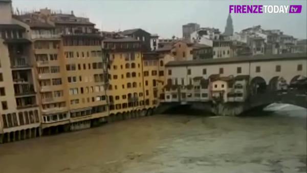 Maltempo: l'Arno preoccupa, le impressionanti immagini del fiume ingrossato / VIDEO