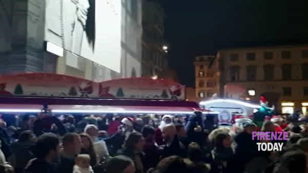 Acceso l'albero di Natale in Piazza Duomo/ VIDEO