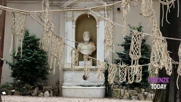 Flowers, sculture e installazioni all'orto botanico di Firenze