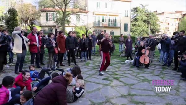Piazza dei Tigli: flash-mob contro il razzismo / VIDEO