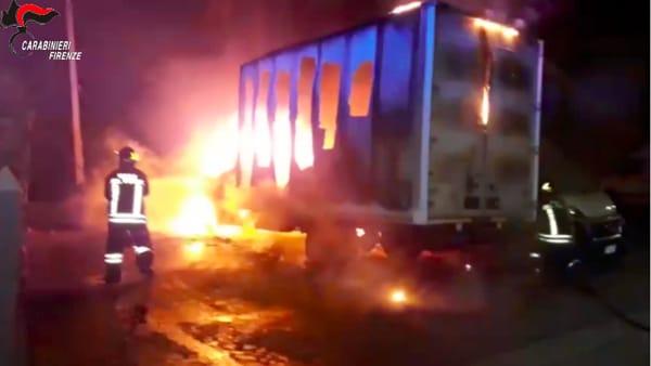 Incendiava auto e furgoni: arrestato piromane seriale / VIDEO