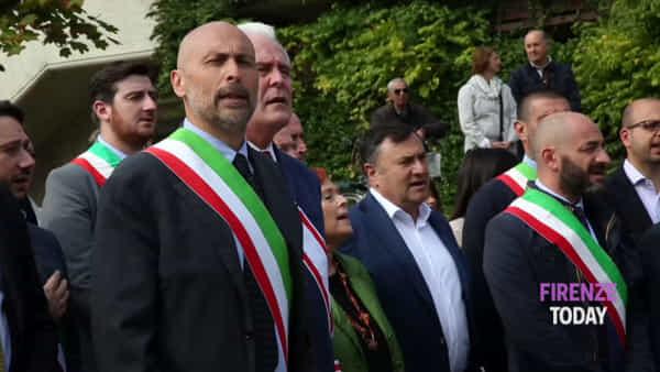 Fiera di Scandicci: Joe Barone all'inaugurazione canta l'inno di Mameli / VIDEO - FOTO