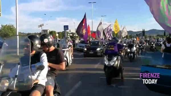 """""""Vogliamo il nuovo stadio"""", il 'corteo' in motorino dei tifosi della Fiorentina / VIDEO"""