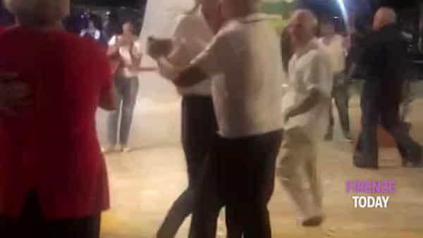 Maria Elena Boschi balla alla Festa de l'Unità/ VIDEO