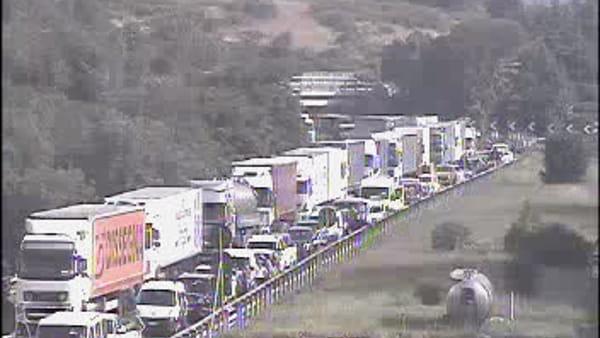 Incidente sull'autostrada A1: scontro tra tir, traffico bloccato