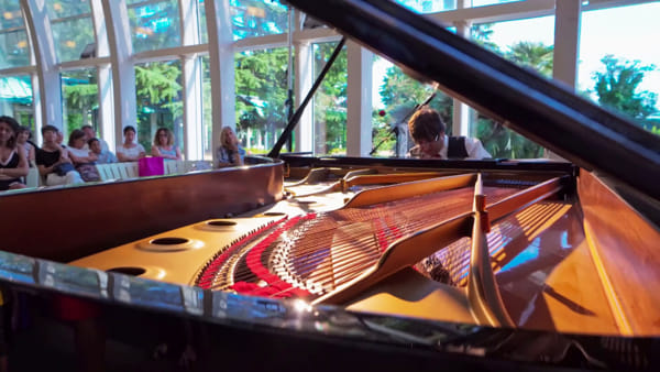 La magia di Bach davanti ai bambini del Meyer