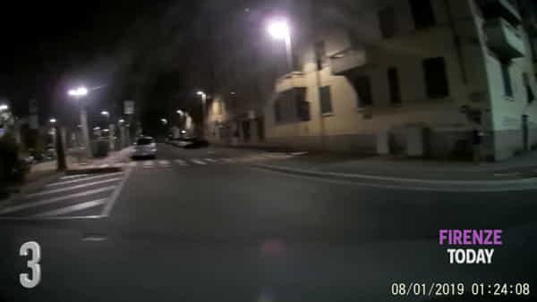 Prostituzione, Novoli quartiere a luci rosse: strade piene di lucciole / VIDEO