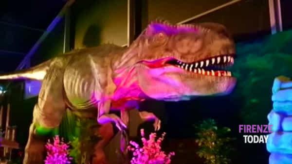 I dinosauri invadono Firenze: la mostra con riproduzioni a grandezza naturale | FOTO / VIDEO