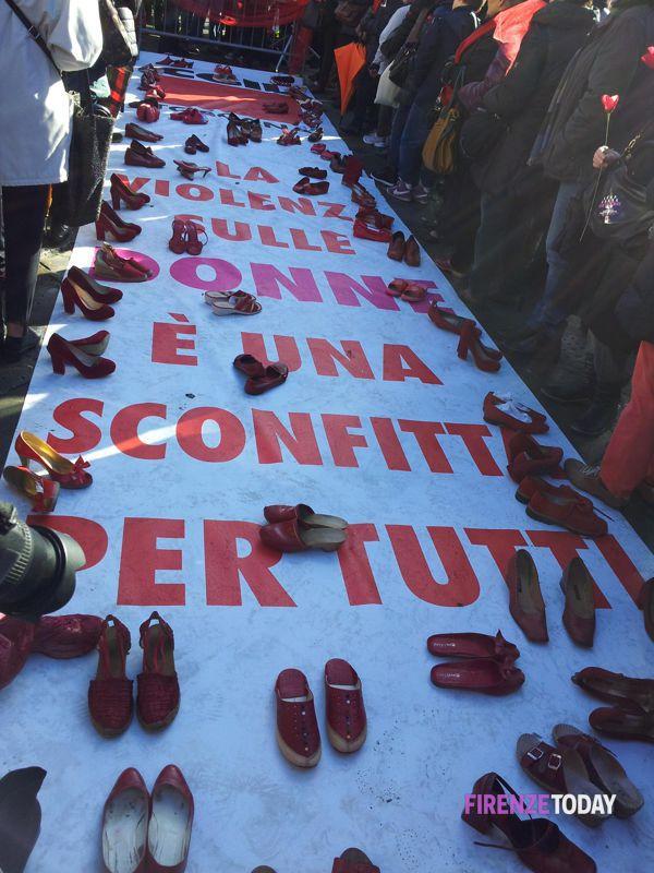 la spianata di scarpe rosse contro la violenza sulle donne scarpe rosse contro la violenza sulle donne