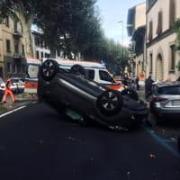 l'auto ribaltata in viale sanzio-2